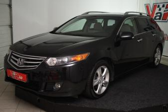 eladó Honda-Accord-Tourer-2.2-i-DTEC-Executive-MESTERHÁRMAS-AJÁNLAT használtautó