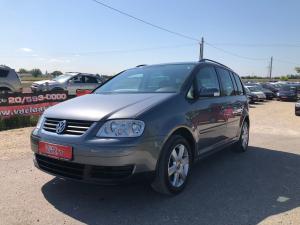 eladó Volkswagen-Touran-2.0-Fsi- használtautó
